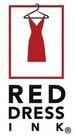 rode jurk aan kledinghanger